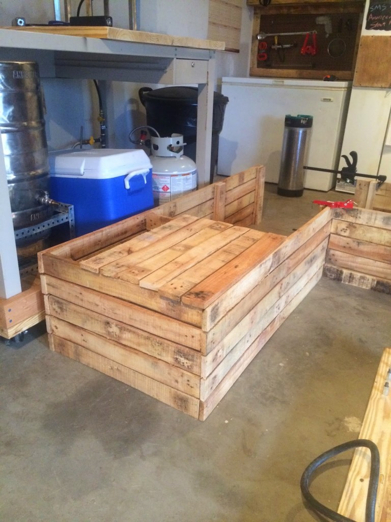Cute DIY outdoor furniture pallet sectional couch sofa outside deck guest pany people hosting events do it