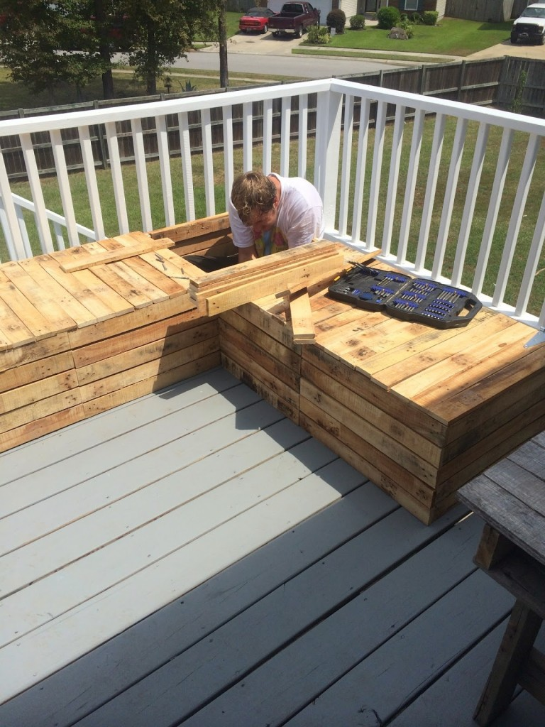 DIY outdoor furniture pallet sectional couch sofa outside deck guest company people hosting events do it