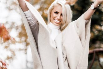 Fall in Maggie Valley white gray sweater poncho wrap Target skinny jeans cognac ankle boots white turtleneck autumn Maggie Valley NC fall 2017 street style Charleston Fashion Blogger Dannon Like The Yogurt